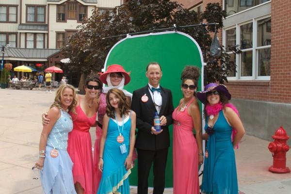dressed-up-crowd30B47657-07CF-21DE-EB46-516FD7062C56.jpg