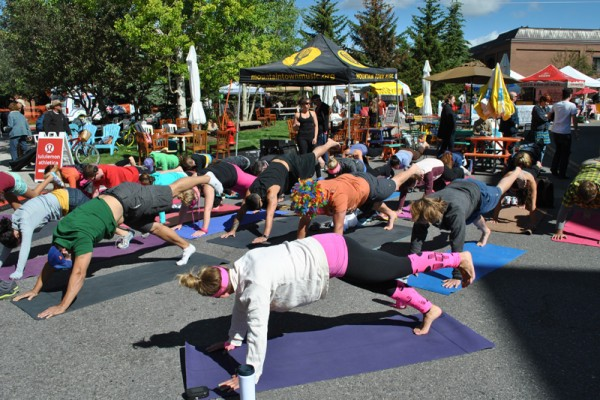 yoga-on-the-street966AC68C-92E2-2A94-F59A-C0E4C020A305.jpg